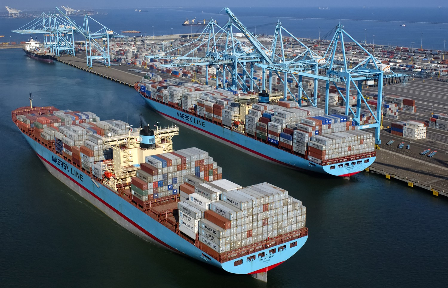 photo_33_container_ship_maersk-port